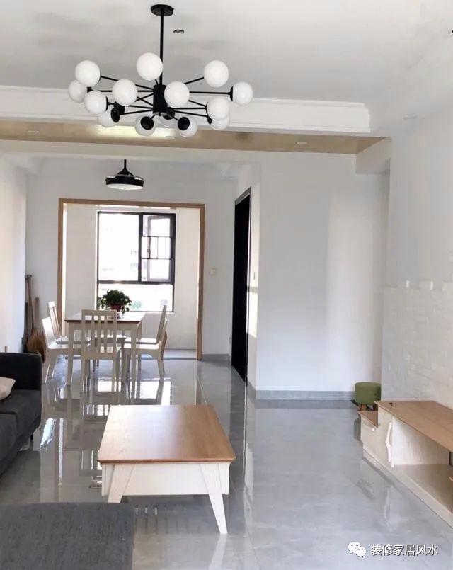 史上最朴素的婚房,大白墙和木质家具的搭配绝了