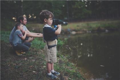 2021牛年农历五月二十出生的男孩五行缺水怎么起名?